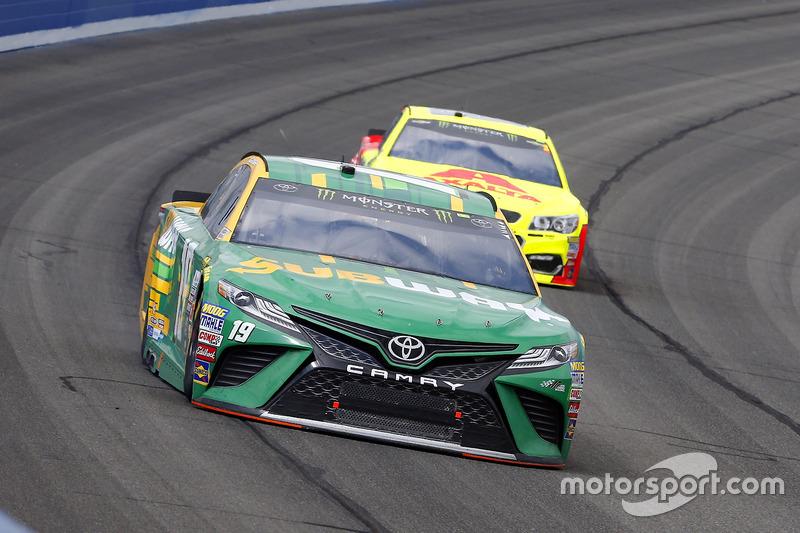 Daniel Suárez, Joe Gibbs Racing, Toyota; Dale Earnhardt Jr., Hendrick Motorsports, Chevrolet