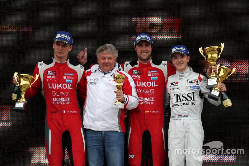 Podio: Ganador de la carrera Pepe Oriola, Lukoil Craft-Bamboo Racing, SEAT León TCR, segundo lugar Hugo Valente, Lukoil Craft-Bamboo Racing, SEAT León TCR, tercer lugar  Attila Tassi, M1RA, Honda Civic TCR