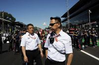 ماساشي ياماموتو ، رئيس هوندا ويوسوكي هاسيغاوا، مدير رياضة السيارات في هوندا