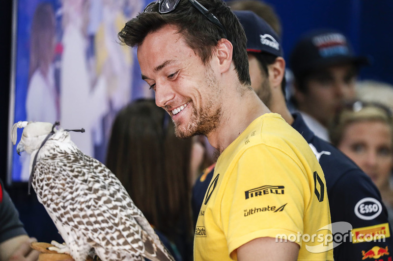 Jolyon Palmer, Renault Sport F1 Team, with a Falcon