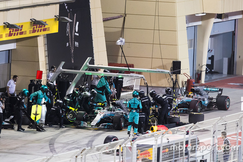 Valtteri Bottas, Mercedes AMG F1 W08, in the pits, with team mate Lewis Hamilton, Mercedes AMG F1 W08, stacking behind