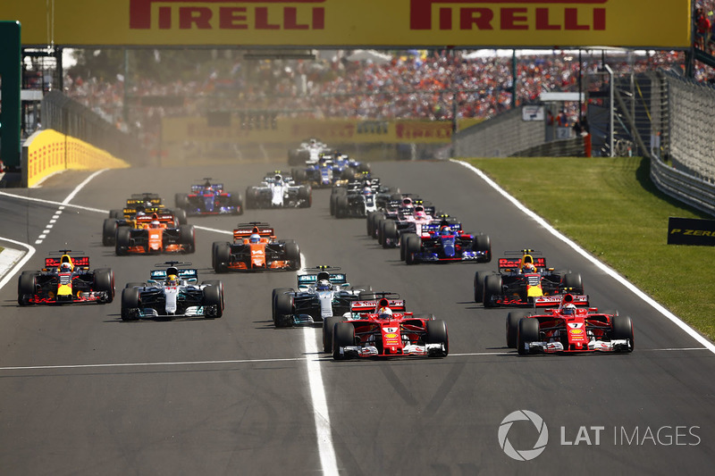 Sebastian Vettel, Ferrari SF70H, Kimi Raikkonen, Ferrari SF70H, Valtteri Bottas, Mercedes AMG F1 W08, Lewis Hamilton, Mercedes AMG F1 W08, Max Verstappen, Red Bull Racing RB13 and Daniel Ricciardo, Red Bull Racing RB13 at the start