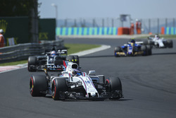 Lance Stroll, Williams FW40, Romain Grosjean, Haas F1 Team VF-17