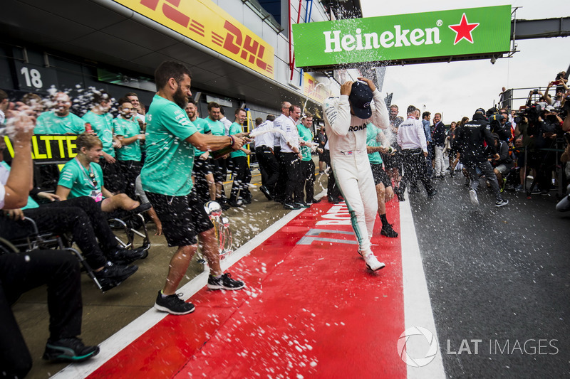 Льюіс Хемілтон, Валтері Боттас, Mercedes AMG F1, з командою