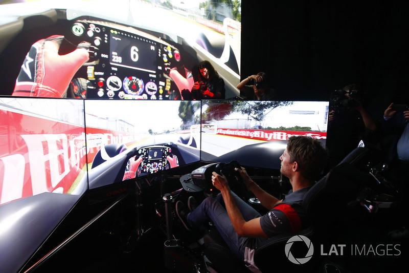 Romain Grosjean, Haas F1 Team, im Simulator