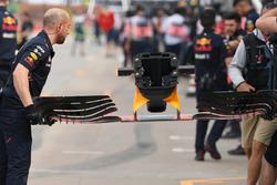 Mecánicos de Red Bull Racing, Red Bull Racing RB13 ala delantera