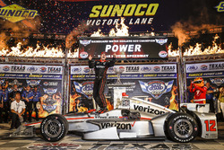 Winner Will Power, Team Penske Team Penske Chevrolet celebrates in Victory Lane