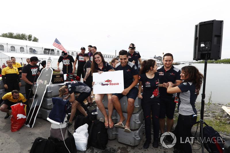 Haas F1 Team і Scuderia Toro Rosso у гонці на плотах