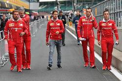 Себастьян Феттель, Ferrari, гоночний інженер Ferrari Ріккардо Адамі, Джіно Розато, Ferrari, керівник команди Ferrari Мауріціо Аррівабене