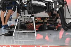 Williams FW40, floor