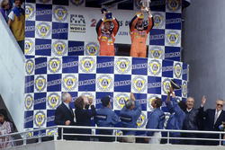 Фолькер Вайдлер, Джонни Херберт и Бертран Гашо, Mazda 787B на подиуме