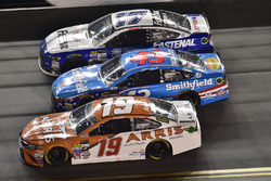 Daniel Suárez, Joe Gibbs Racing Toyota, Aric Almirola, Richard Petty Motorsports Ford, Ricky Stenhouse Jr., Roush Fenway Racing Ford
