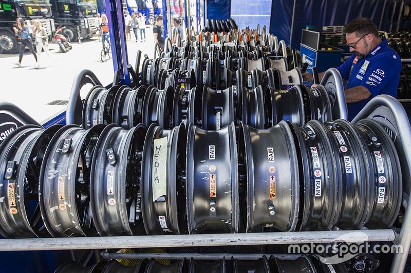 Rines esperan sus llantas Michelin
