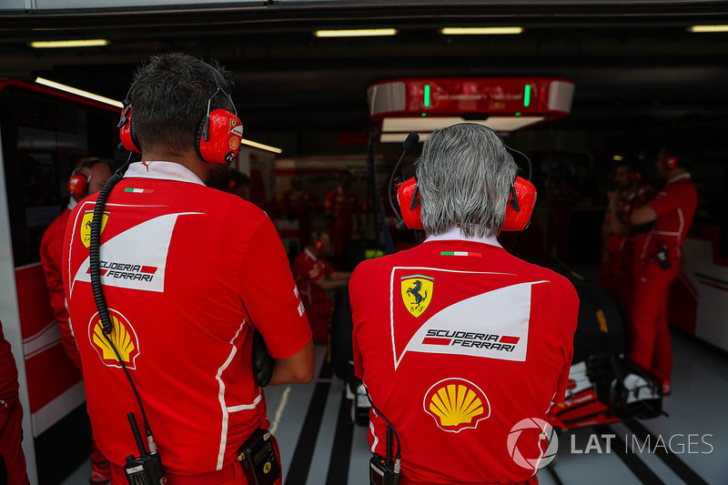 Maurizio Arrivabene, Ferrari, Teamchef, und Riccardo Adami, Ferrari-Ingenieur