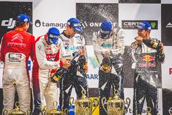 Podio: Ott Tänak, Martin Järveoja, Ford Fiesta WRC, M-Sport, Andreas Mikkelsen, Anders Jäger, Citroën C3 WRC, Citroën World Rally Team, Sébastien Ogier, Julien Ingrassia, Ford Fiesta WRC, M-Sport