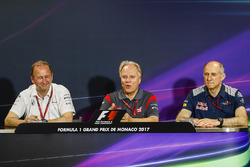Conferencia de prensa: Jonathan Neale, Gerente Director de McLaren, Gene Haas, propietario del equipo, Haas F1, Franz Tost, Director, Toro Rosso