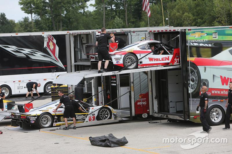 Action Express Racing unloading cars