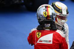 Sebastian Vettel, Scuderia Ferrari SF16-H en Lewis Hamilton, Mercedes AMG F1 W07