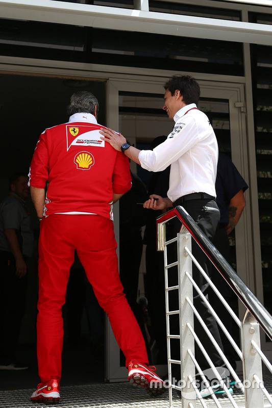Toto Wolff, Mercedes GP teambaas en Maurizio Arrivabene, Ferrari teambaas