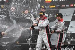 Podium: Sieger #33 Belgian Audi Club Team WRT, Audi R8 LMS: Enzo Ide, Robin Frijns; 2. #63 GRT Grass