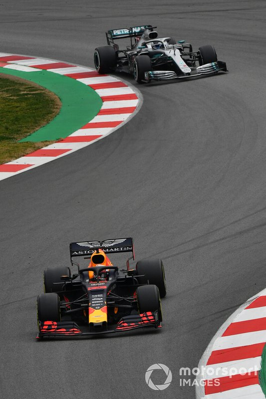 Max Verstappen, Red Bull Racing RB15 e Valtteri Bottas, Mercedes-AMG F1 W10