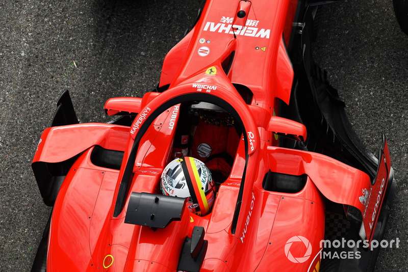 В Ferrari медленно думают и опаздывают отправить на финальную попытку в третьей тренировке обоих пилотов. Сначала Феттеля...