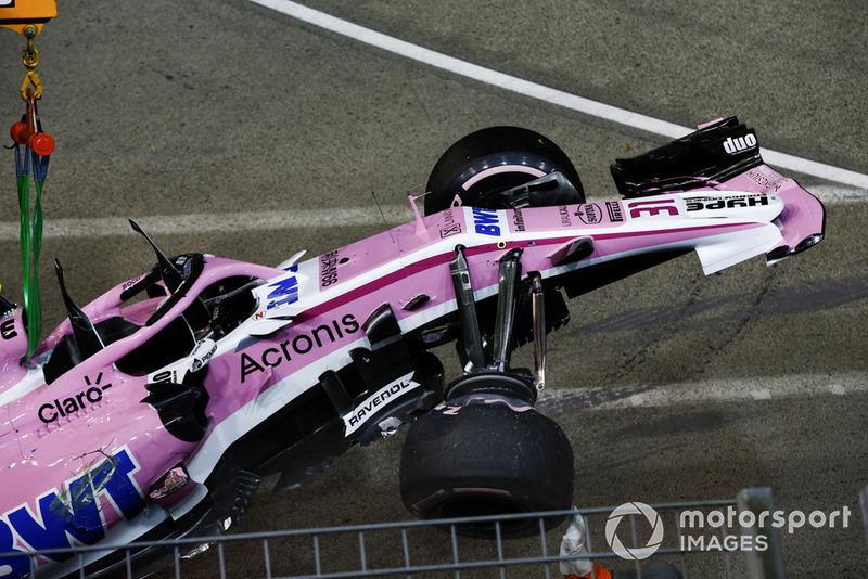 The crashed car of Esteban Ocon, Racing Point Force India VJM11 is recovered