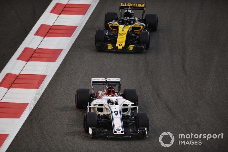Marcus Ericsson, Sauber C37 and Nico Hulkenberg, Renault Sport F1 Team R.S. 18