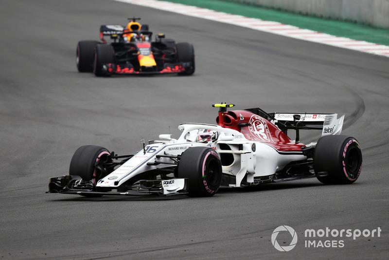 Charles Leclerc, Sauber C37 and Daniel Ricciardo, Red Bull Racing RB14