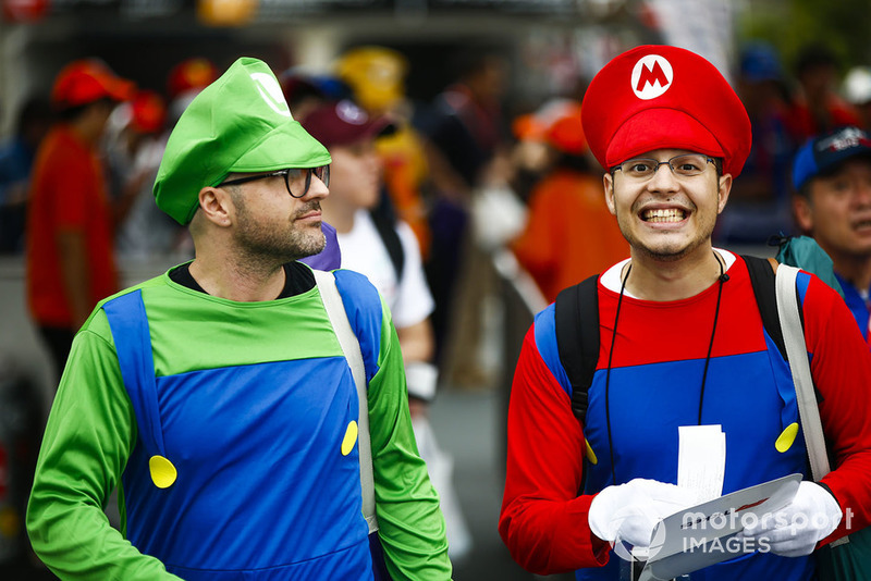 Fans dressed as Nintendo characters Mario and Luigi