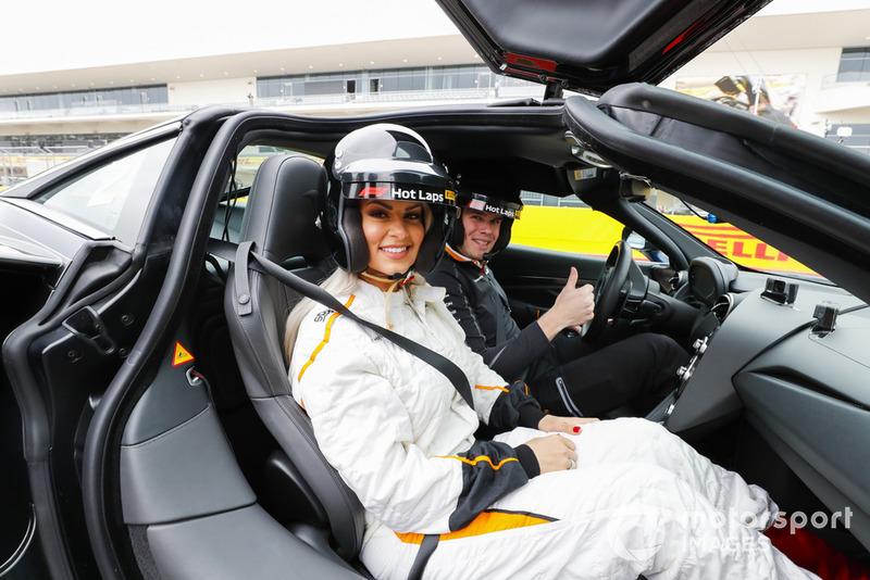 La catcheuse Maryse Mizanin prête pour les Pirelli Hot Laps