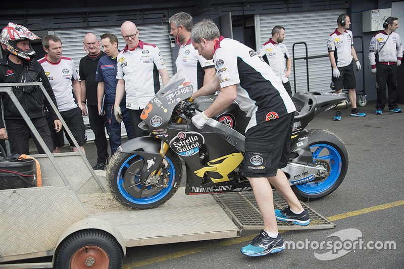 La moto de Tito Rabat, Marc VDS Racing Honda, después de un accidente