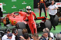 Winnaar Sebastian Vettel, Ferrari viert in parc ferme