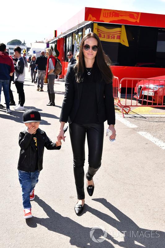 Minttu Virtanen, esposa de Kimi Raikkonen, Ferrari con su hijo Robin Raikkonen