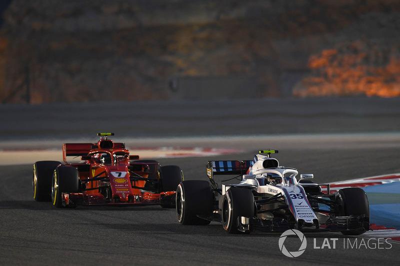 Sergey Sirotkin, Williams FW41 and Kimi Raikkonen, Ferrari SF71H