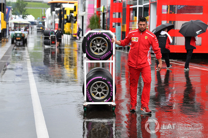 Mekanik Ferrari dan ban ultrasoft