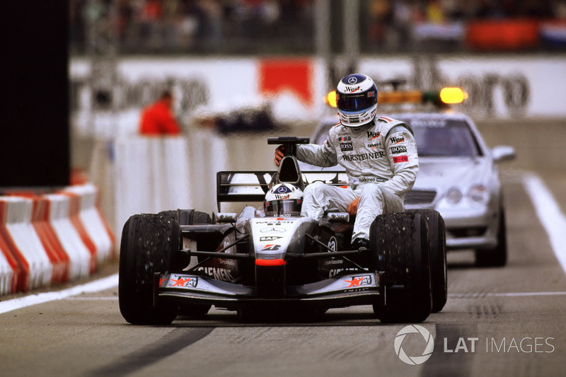 Hakkinen, McLaren gets a lift back from David Coulthard, McLaren