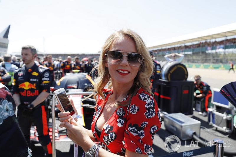 Гран При Великобритании: певица Spice Girls и жена руководителя Red Bull Racing Джери Хорнер