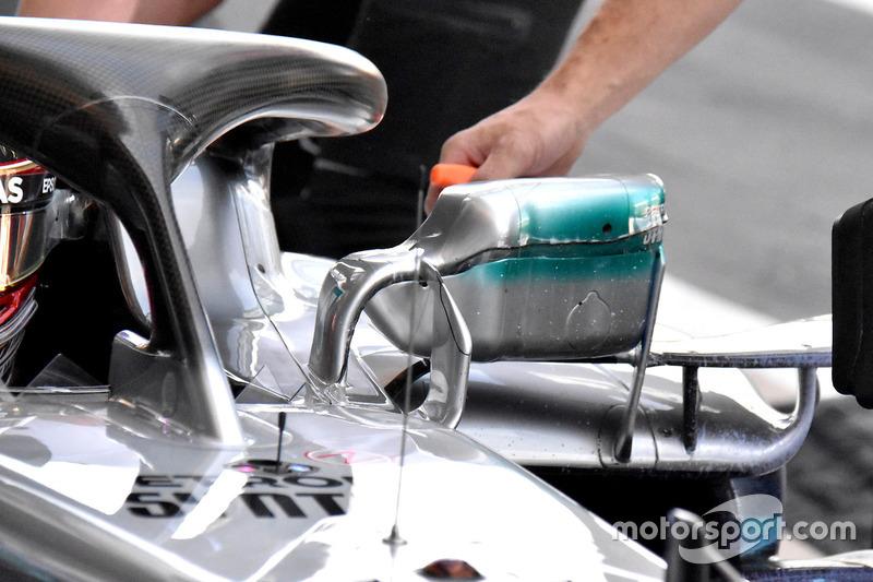 Le rétroviseur de la voiture de Lewis Hamilton, Mercedes AMG F1 W09
