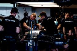 Mercedes AMG F1 mechanics work on the chassis of Valtteri Bottas, Mercedes-Benz F1 W08