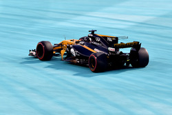Nico Hulkenberg, Renault Sport F1 Team RS17 dışarıya taşıyor