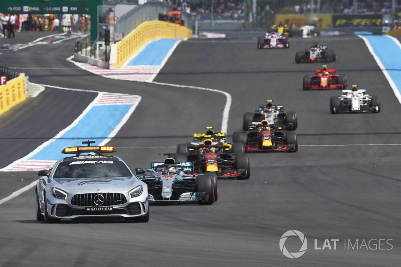 El Safety Car delante de Lewis Hamilton, Mercedes AMG F1 W09, Max Verstappen, Red Bull Racing RB14, Daniel Ricciardo, Red Bull Racing RB14