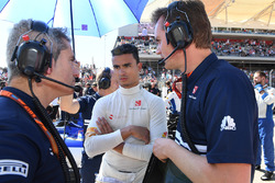 Pascal Wehrlein, Sauber and Xevi Pujolar, Sauber F1 Head of Track Engineering