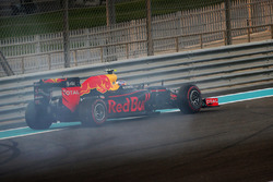 Max Verstappen, Red Bull Racing RB12, se recupera despues de un trompo al inicio
