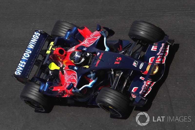 2007. Toro Rosso STR02 Ferrari