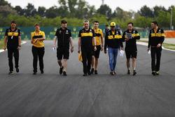 Carlos Sainz Jr., Renault Sport F1 Team, walks the circuit with colleagues