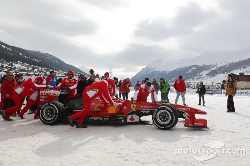 Джанкарло Фізікелла за кермом Ferrari
