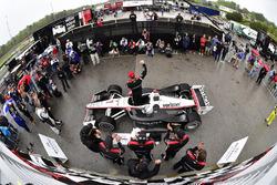Ganador de la carrera Josef Newgarden, Team Penske Chevrolet