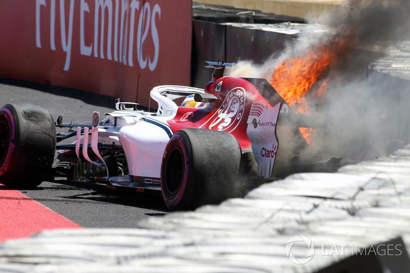 Accident de Marcus Ericsson, Sauber C37, qui prend feu