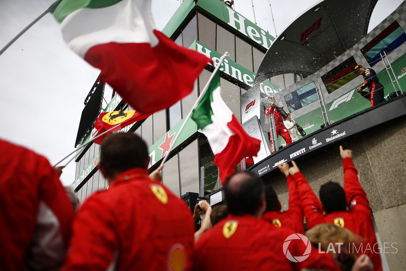 Sebastian Vettel, Ferrari, y Max Verstappen, Red Bull Racing